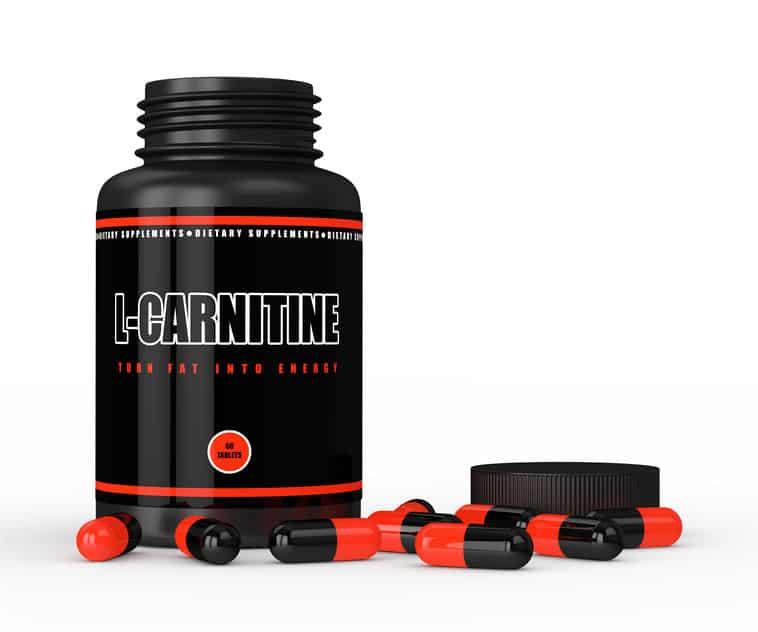 Imagem destaca frasco com L-carnitina em cápsulas