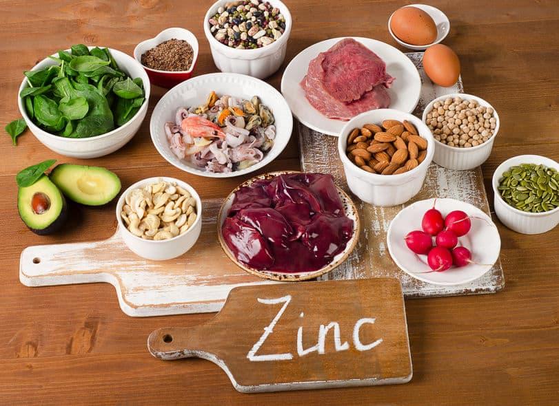 alimentos com zinco em uma mesa