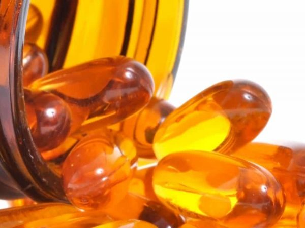 Imagem mostra cápsulas de vitamina C.