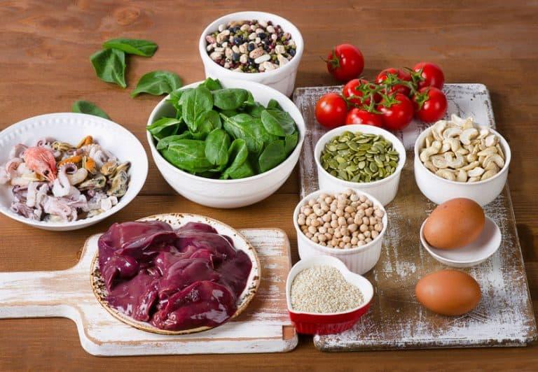 Imagem de alimentos ricos em ferro.