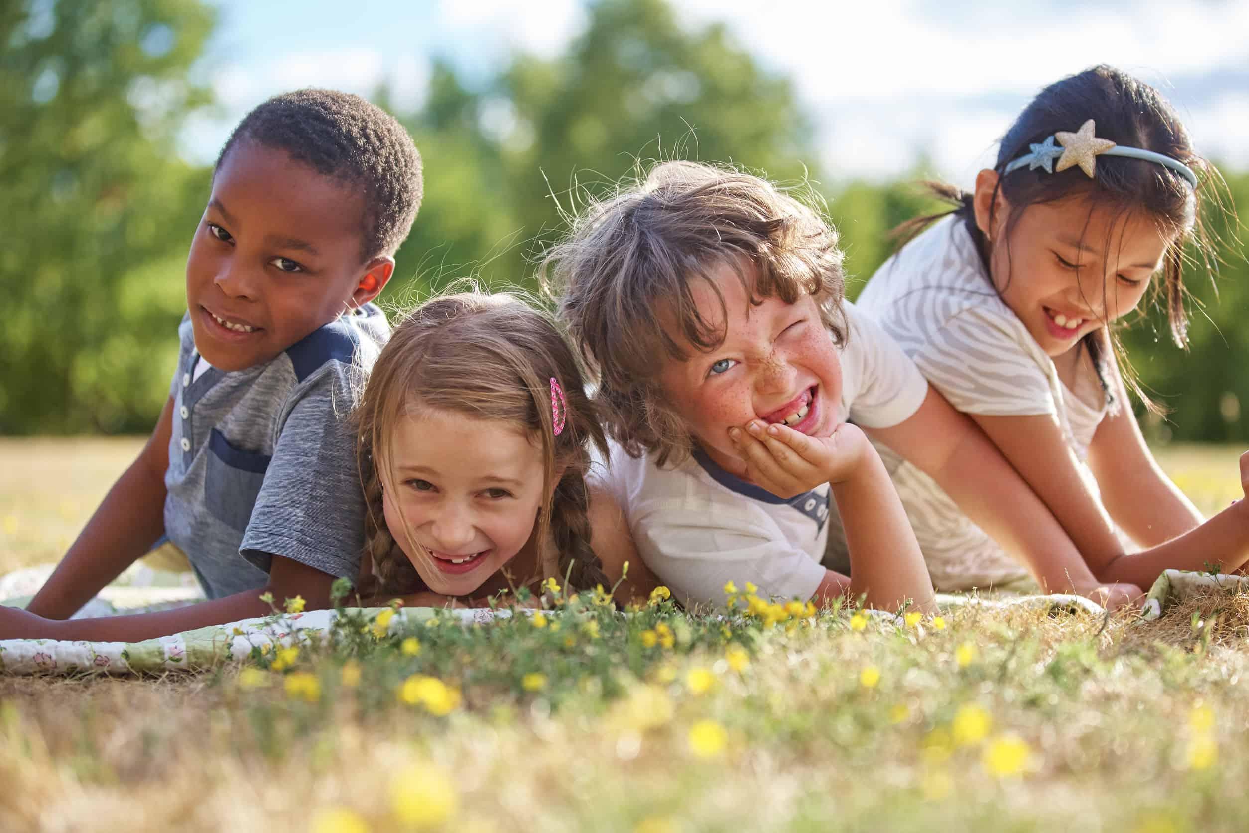 Crianças em parque.