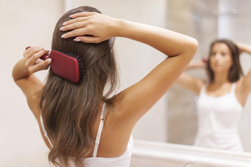 menina com cabelo saudável