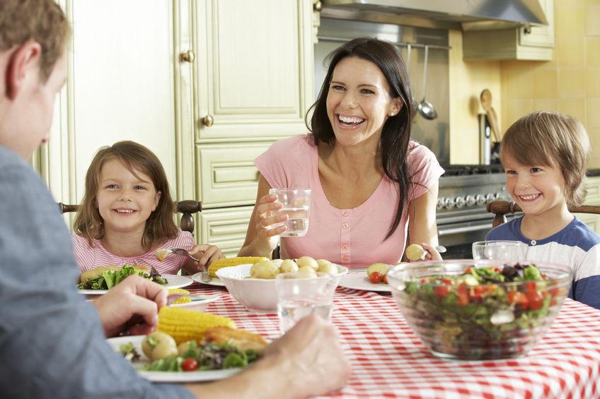 familia comendo saudavel