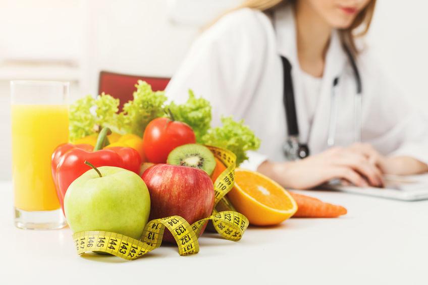 mulher doutora em dieta