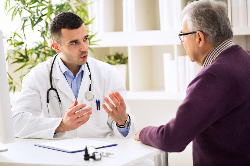 médico que dá consulta médica