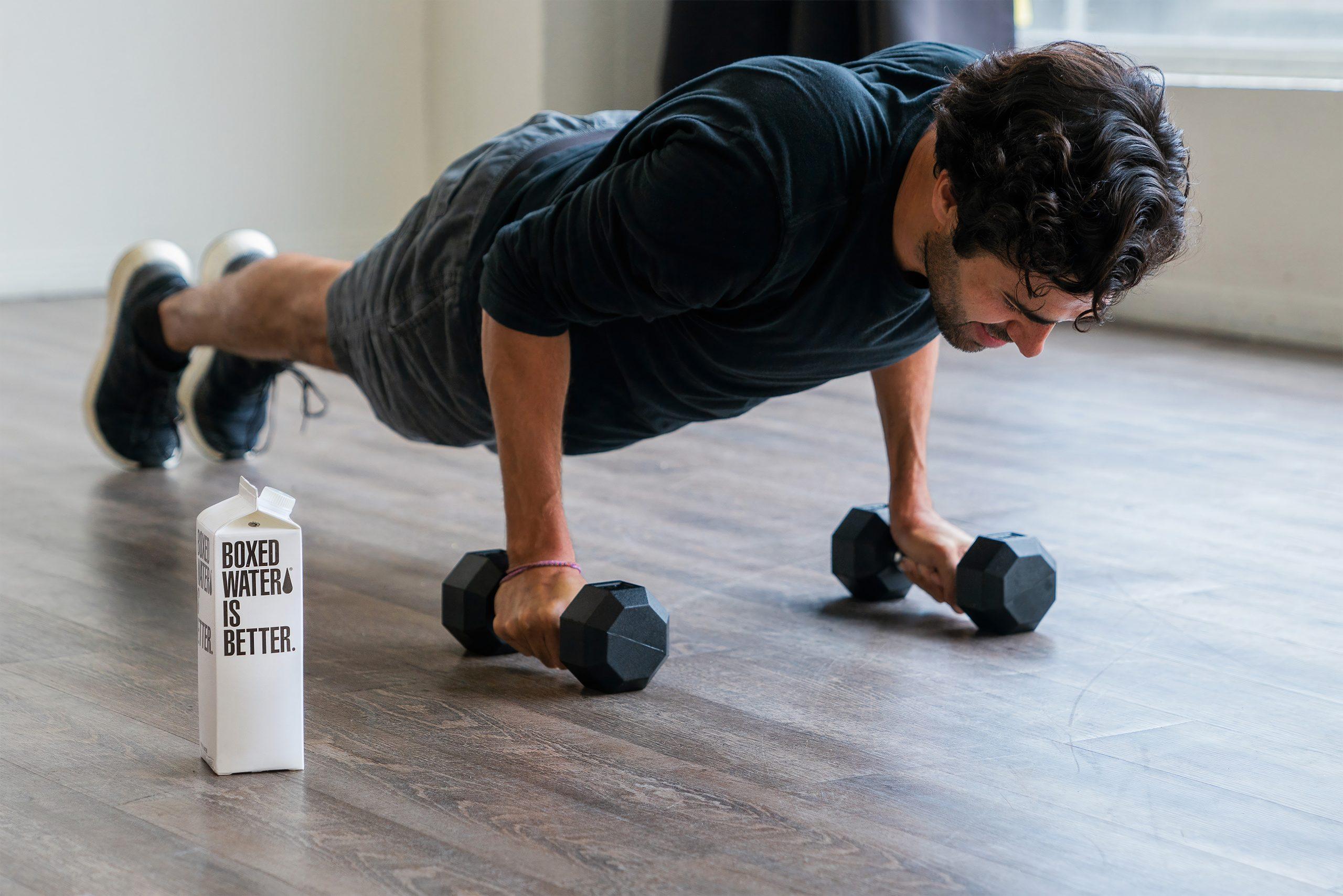 Imagem de um homem se exercitando.