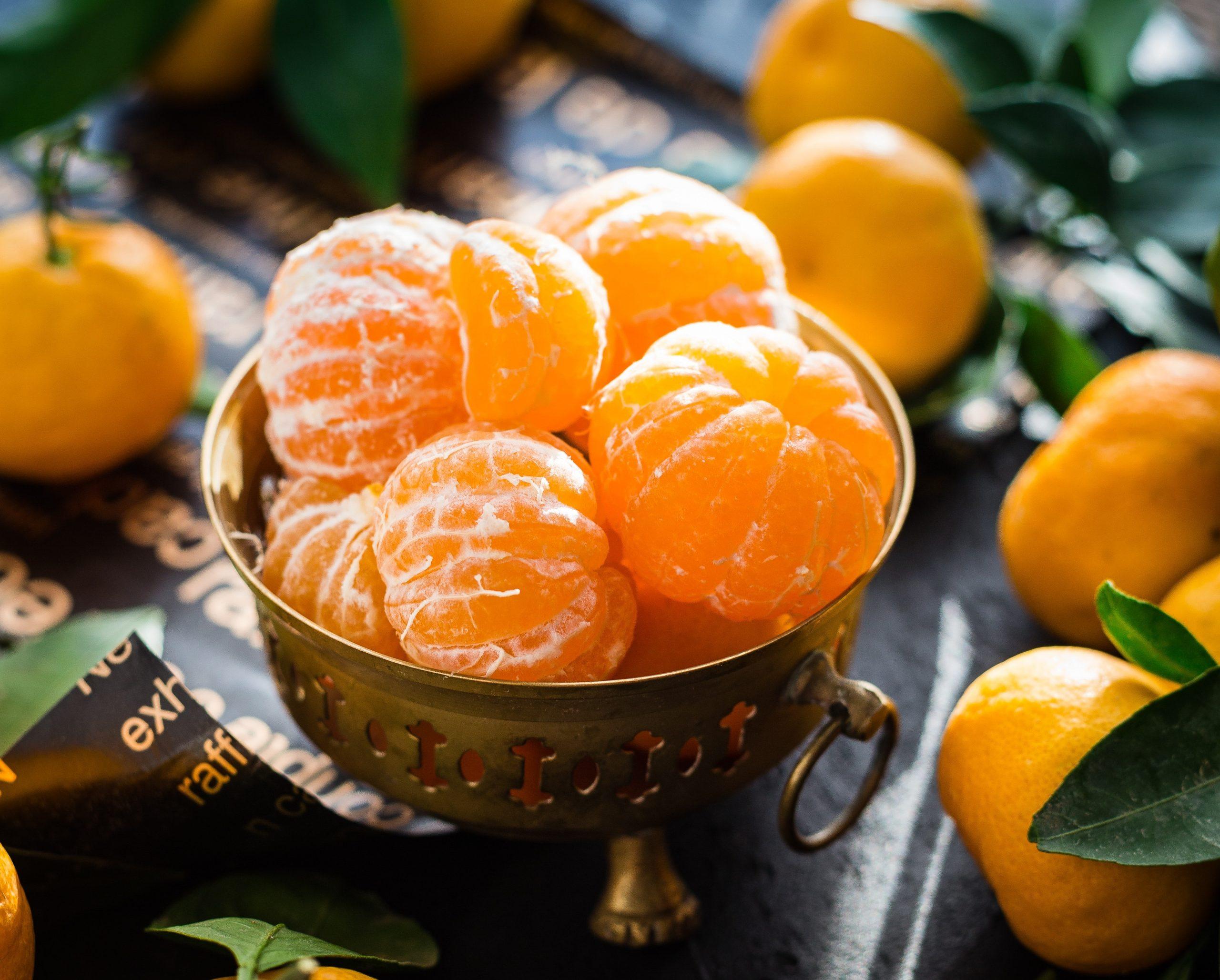 fruteira com frutas cítricas que ajudam no combate ao escorbuto