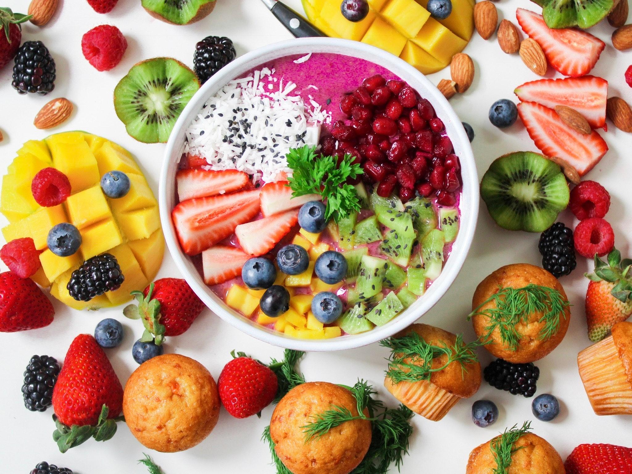 Imagem de uma tigela de frutas.