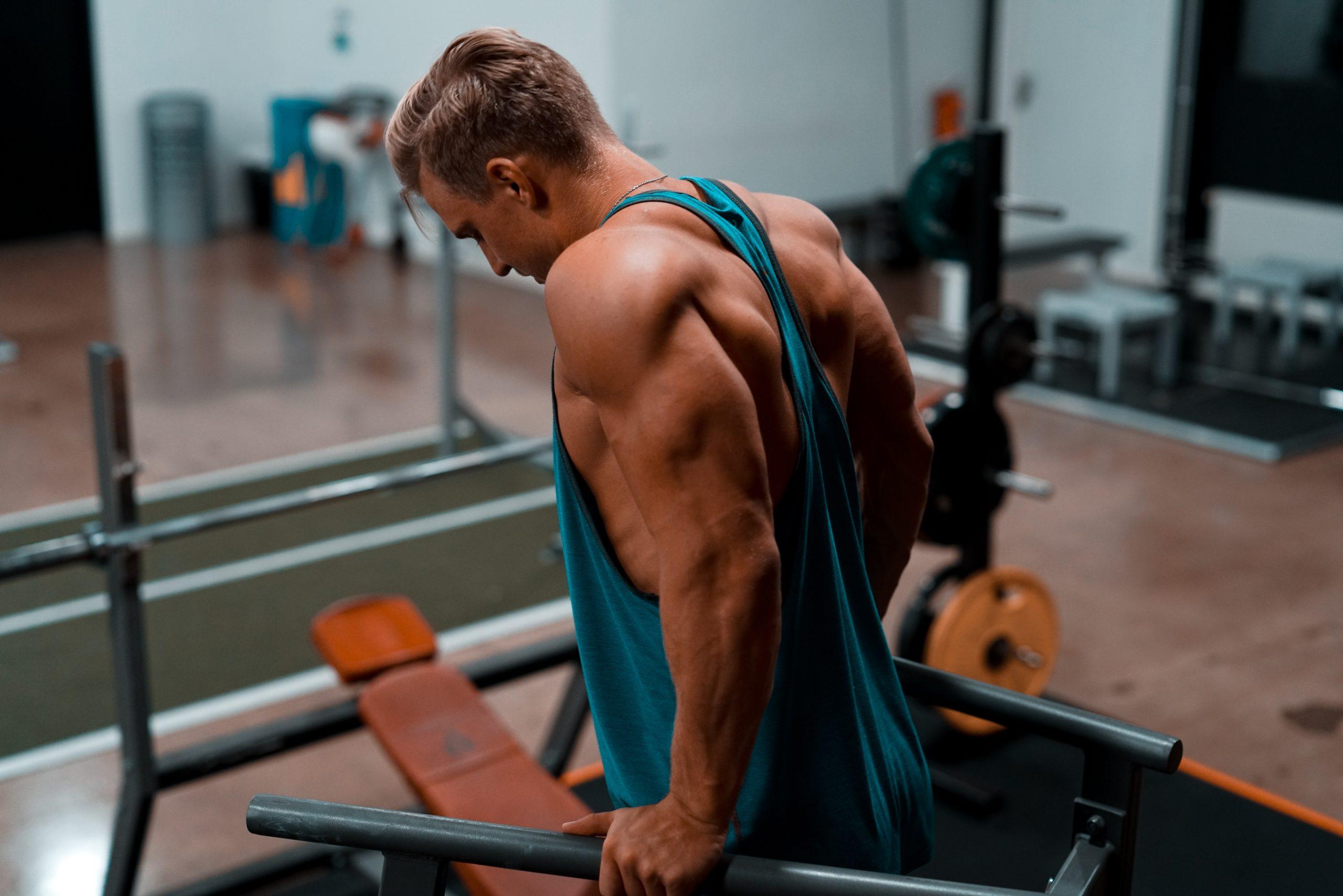 Imagem de um homem musculoso.