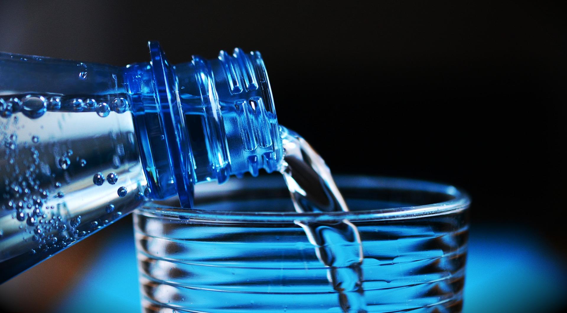 Imagem de uma garrafa de água.