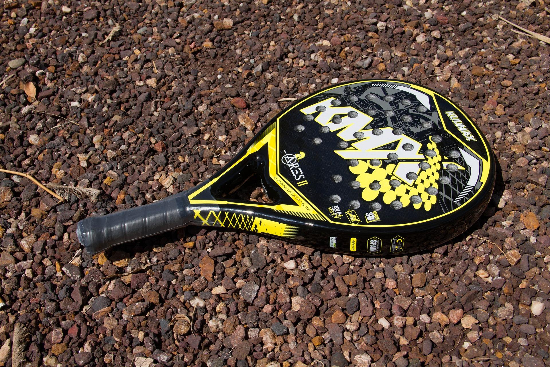 Imagem de uma raquete de beach tênis.