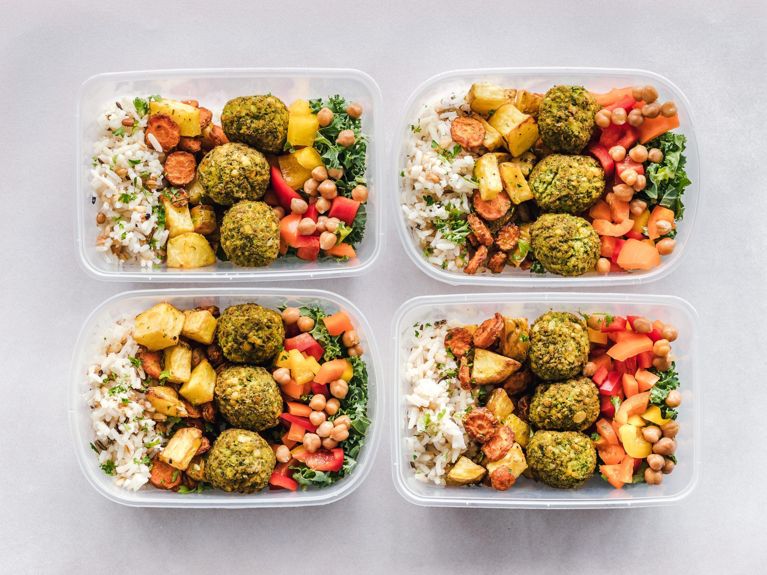 Imagem de potes com refeições.